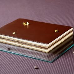 Opera Cake - Legendary french pastry classic (recipe in Russian and Portuguese).