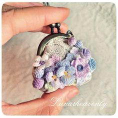がま口ネックレス。 初期の頃から作っている定番とも言える作品。 ちいさいもの好き、お花好き、がま口好き。わたしのすべての好きを満たしてくれるのです…♡ #レース編み