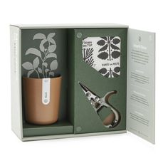 Products - Basil Harvest Gift Set How To Choose The Right Furnace Humidifier All of us know h Candle Packaging, Flower Packaging, Tea Packaging, Luxury Packaging, Hydroponic Grow Kits, Hydroponics, Unusual Gifts, Flower Boxes, Packaging Design Inspiration