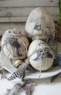 Oh wow, really love these brocante painted eggs...from Jeanne d'Arc Living