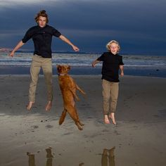 Totally funny family photo. Funny Family Photos, Family Humor, Newport, Family Photographer, Funny Family Pictures
