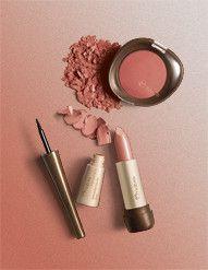 A Farm, famosa marca brasileira de moda feminina, selecionou os itens preferidos de Maquiagem da Aquarela e o resultado está nesse kit especial: 1 Blush Compacto Rosa 1 (3G), 1 Delineador Líquido Preto (3ml) e 1 Batom Matte FPS10 Nude 6 (3,5). Aproveite! Benefícios: Maquiagem  Recomendado para: Mulheres
