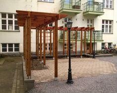 Pergolasäleikkö antaa yksityisyyttä pienellä kerrostalopihalla. Design: Keidas-Suunnittelu