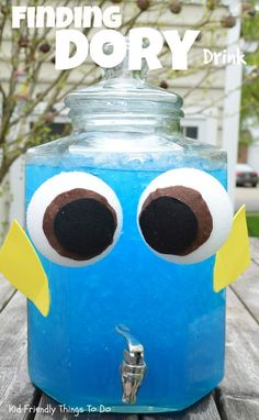 A Finding Dory Party Drink for Kids - This is the perfect drink of an ocean themed or Finding Dory birthday party! ideas A Finding Dory Party Drink for Kids Nemo Y Dory, Party Knaller, Kid Party Drinks, Party Snacks, Party Dress, Tangled Birthday, 3rd Birthday Parties, 2nd Birthday, Birthday Ideas