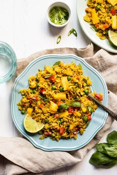 HEALTHY Pineapple Fried Rice: easy dinner ready in 30 minutes! It's seasoned with turmeric, coriander and fresh pineapple!