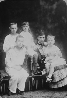 Maria Feodorovna, Empress of Russia with her children:Tsesarevich Nicholas, later Nicholas II, Grand Duke George Alexandrovich, Grand Duchess Xenia Alexandrovna and Grand Duke Michael Alexandrovich. Maria Feodorovna, Tsar Nicolas, Tsar Nicholas Ii, Queen Victoria Prince Albert, Victoria And Albert, Czar Nicolau Ii, Creepy History, Familia Romanov, Royal Collection Trust