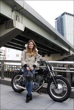 YOHKO / 1997 YAMAHA SR400 ガールズライダー 【STREET-RIDE】ストリートバイク ウェブマガジン Lady Biker, Biker Girl, Women Riding Motorcycles, Yamaha Sr400, Sr500, Cafe Racer Girl, Hot Bikes, Biker Chick, Motorcycle Bike