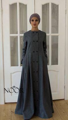 Would be a nice warm winter house coat. Hijab Outfit, Hijab Dress, Abaya Fashion, Modest Fashion, Fashion Dresses, Abaya Designs, Abaya Mode, Moslem Fashion, Modele Hijab