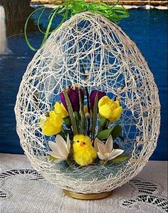 DIY Easter Egg Basket from Thread « Diy Decoration 2019 Easter Flower Arrangements, Easter Flowers, Easter Egg Crafts, Easter Projects, Easter Egg Basket, Easter Eggs, Spring Crafts, Holiday Crafts, Deco Floral