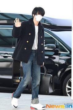 Jin Kim, Bts Jin, Bts Bangtan Boy, Jimin, Seokjin, Famous Dialogues, Korean Age, Bts Airport, Event Pictures