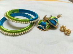 Silk Thread Bangles, Thread Jewellery, Jewellery Designs, Handmade Jewellery, Activity Board, Blog Topics, Antique Necklace, Threading, Bridal Jewelry
