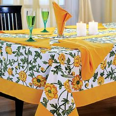 Yellow Printed Rectangular Table Linen- Bring endless happiness to your table setting. Dining Table Cloth, Table Runner And Placemats, Table Linens, Quilt Blocks Easy, Star Quilt Patterns, Oval Table, Interior Design Tips, Diy Table, Table Covers