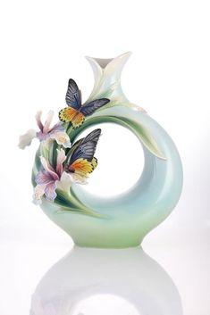 Franz porcelain companion heng chun birdwing butterfly limted edtn NEW Porcelain Jewelry, Porcelain Ceramics, Ceramic Vase, Ceramic Pottery, Fine Porcelain, Slab Pottery, Painted Porcelain, Hand Painted, Flower Vases