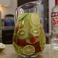 White Wine Sangria With Vodka Recipe - Image Of Food Recipe Vodka Sangria, Vodka Punch, Vodka Drinks, Summer Sangria, Beverages, Summer Cocktails, Alcoholic Drinks, White Wine Cocktail, White Wine Sangria
