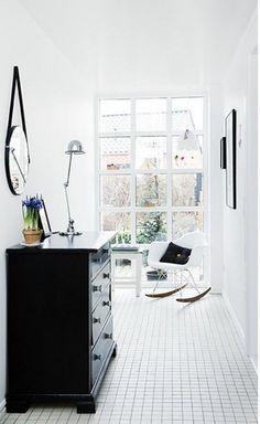 A small square tile floor, I suppose it is heated! Lovely! Un rêve de maison au Danemark (via Bloglovin.com )