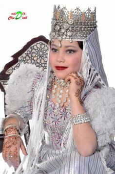 Tlemcen : al Jass avec une robe Manssouj.