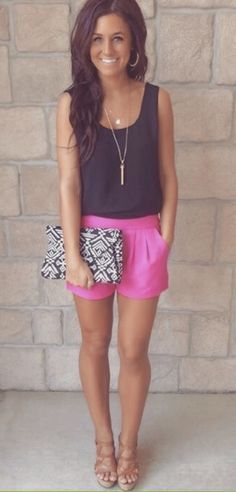 Summer look | Black cami, pink shorts and printed clutch