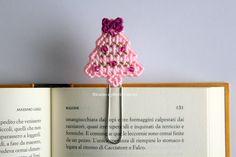Segnalibro natalizio, albero di Natale rosa, idea regalo Natale, idea regalo per lettori, planner accessories by Ricamoeplasticcanvas on Etsy
