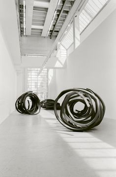 Bernar Venet, Indeterminate Lines Line Sculpture, Sculpture Metal, Modern Sculpture, Abstract Sculpture, Sculptures, Modern Art, Contemporary Art, Land Art, Light Painting