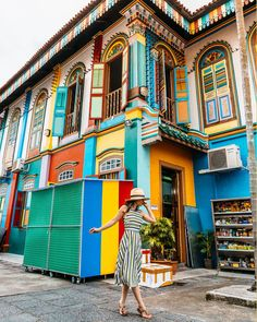 Pretty Colorful buildings of Little India in Singapore. Singapore Travel Outfit, Singapore Travel Tips, Singapore Itinerary, Singapore Photos, Europe Travel Outfits, Asia Travel, Travel Goals, Travel Style, Travel Pose