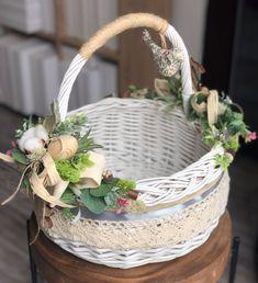 • SILVER FLOWERS&DECOR • 🥚🐣🐰 З'явився один вільний кошичок, який усім так полюбився ☺️ #easter #silverfdeaster #великлень #паска 🌿 Пташка… Boy Birthday Parties, Baby Birthday, Diy And Crafts, Arts And Crafts, Flower Girl Basket, Basket Decoration, Easter Baskets, Easter Crafts, Sweet Home