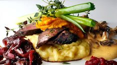 Reinsdyrfilet | Godt.no Love Food, Risotto, Cravings, Steak, Food And Drink, Beef, Restaurant, Meals, Cooking