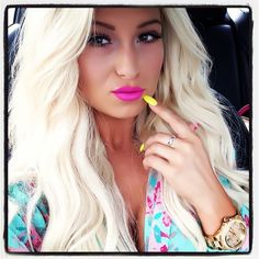 .love her hair and nail color