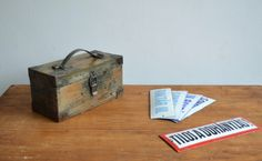 Wooden box with leather handle |artKRAFT - Furniture and Design