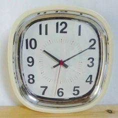 Horloge murale rétro ivoire