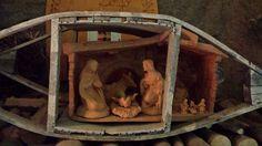"""Ogni angolo del #mercatinorango ricorda la magia del #natale. Qui il #presepe è stato costruito nella """"monega"""" che serviva per scaldare le lenzuola in #inverno! #visitacomano #natale #tradizione #cultura"""