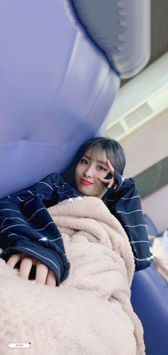 K Pop, Kpop Girl Groups, Kpop Girls, Manga K, Twice Momo Wallpaper, Chaeyoung Twice, Twice Kpop, Hirai Momo, Sweet Girls