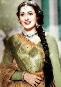 Madhubala is the Madhubala is probably the most beautiful bollywood actress ever! Bollywood Dress, Indian Bollywood, Bollywood Fashion, Bollywood Cinema, Bollywood Photos, Beautiful Bollywood Actress, Most Beautiful Indian Actress, Beautiful Actresses, Vintage India