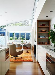 The Pavilion House: A Family Home with Distinctly Modern Interior in Sydney Best Interior, Kitchen Interior, Modern Interior, Interior Styling, Kitchen Design, Kitchen Decor, Interior Ideas, Kitchen Shelves, Interior Walls