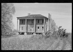 Walker Evans: Abandoned plantation house, Monticello, Georgia, 1936