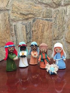 Belén inspiración Crochet Christmas Decorations, Holiday Crochet, Christmas Ornaments To Make, Christmas Nativity, Christmas Knitting, Handmade Christmas, Christmas Crafts, Crochet Angels, Crochet Dolls