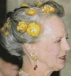 Tiara Mania: Golden Poppies worn by Queen Margrethe of Denmark Queen Margrethe Ii, Royal Jewelry, Jewellery, Danish Royal Family, Danish Royals, Circlet, Tiaras And Crowns, Dark Hair, Hair Pins
