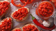 Rot, rot, rot ist alles was ich habe, rot, rot, rot ist alles was ich mag…. Heute gibt's ein rotes Paprikafeuerwerk auf dem Teller, von süß bis sauer und cremig, wir lassen heute nichts aus! Viva la Paprika!
