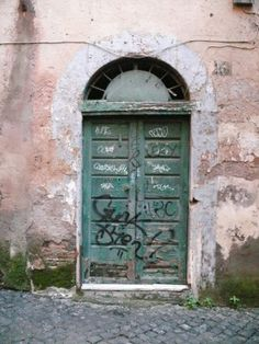 #Rome #Rione #Monti #alley #door #old #new #contrast #green #graffiti #neighborhood