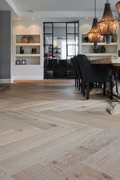 Nobel Flooring - Groot formaat visgraatmotief met traditionele bies - Hoog ■ E. House Design, Home Living Room, Home Decor, Small Bathroom Paint, Small Bathroom Paint Colors, House Interior, Home Deco, Flooring, Living Decor
