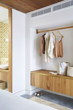 Shelley Craft reveals her Byron Bay home's serene guest bedroom Shelley Craft, Minimalist Closet, Hall Furniture, Bungalow Renovation, Hotel Room Design, Guest Bedrooms, Interior Decorating, New Homes, Byron Bay