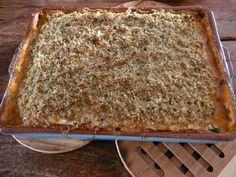 Lasagne om je vingers bij op te eten. Met courgette-plakken in plaats van pasta. En met 2 soorten zelfgemaakte plantaardige kaas.