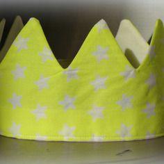 Couronne de princesse jaune fluo à étoiles blanches