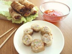 Vietnamské jarní závitky s mletým masem Chả giò Bun Cha, Garlic, Chicken, Vegetables, Food, Fine Dining, Essen, Vegetable Recipes, Meals