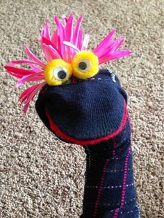 Easy sock puppets More Puppet Crafts, Sock Crafts, Sock Puppets, Hand Puppets, Felt Finger Puppets, Softies, Puppets For Kids, Crafts For Kids, Arts And Crafts