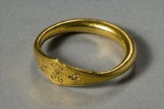 Ring (gold), Greek, (5th century BC). Who would guess this is that old??