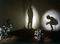 Light and Shadow Art by Kumi Yamashita 8 Kumi Yamashita, Photo Humour, Instalation Art, Shadow Photos, Shadow Portraits, Shadow Images, Shadow Silhouette, Trash Art, Shadow Art