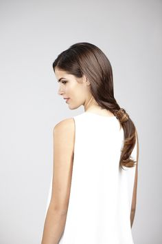Wear it sleek and chic or dishevelled and carefree - either way the low ponytail is an easy DIY hairdo, which can be created by using only one invisibobble!