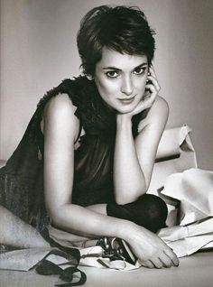 """Winona Ryder is perhaps the epitome of uniqueness in the glitzy and glamourous world that is Hollywood. SheRead More """"The Winona Ryder Hairstyle"""" Cute Hairstyles For Short Hair, Pixie Hairstyles, Pixie Haircut, Curly Hair Styles, Short Haircuts, Corte Pixie, Pelo Pixie, Pixie Crop, Short Bangs"""