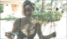 Urlaub in Ägypten had holiday in Hilgarder. (Sic) loved the waters ; hated the machine gun post outsude gate but grist for a story! Online Journal, Amelie, Writers, Gate, Hair Styles, Holiday, Beauty, Beleza, Vacations