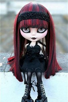 GOTH Blythe doll - red n black hair Ball Jointed Dolls, Doll Tumblr, Ooak Dolls, Blythe Dolls, Estilo Dark, Barbie, Gothic Dolls, Kawaii, Creepy Dolls